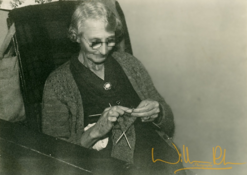 Nan_Knitting.jpg
